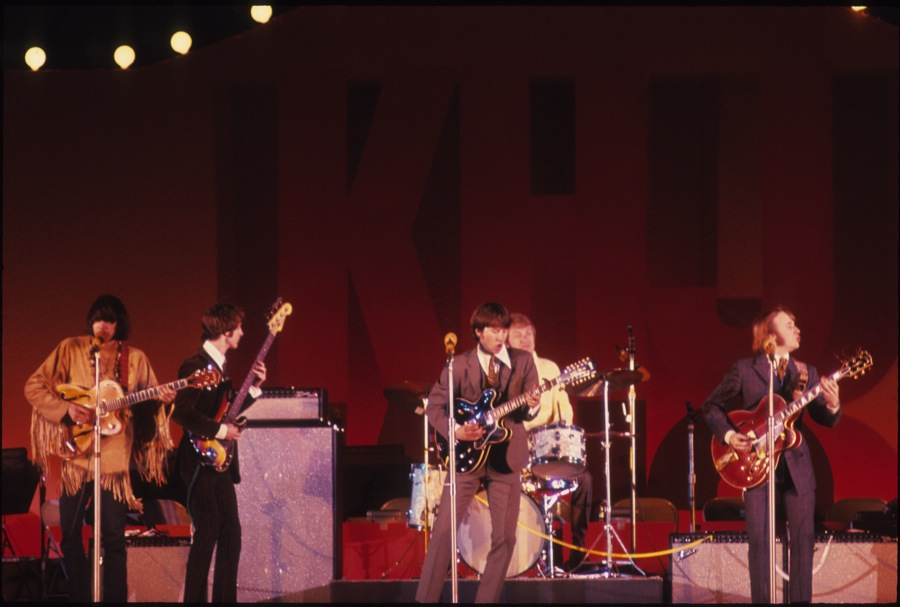 """Neil Young News: REVIEW: """"WHAT'S THAT SOUND? Buffalo Springfield Box"""" by  Harvey Kubernik"""